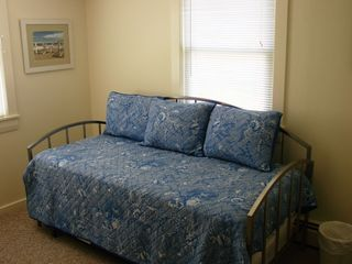 Rye cottage photo - Smaller bedroom with trundle bed