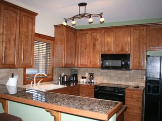 Breckenridge Peak 9 townhome photo - Gourmet, Granite, Fully Equipped Kitchen with Breakfast Bar