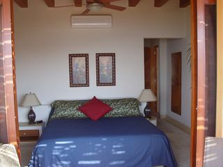 Zihuatanejo condo photo - Master Bedroom