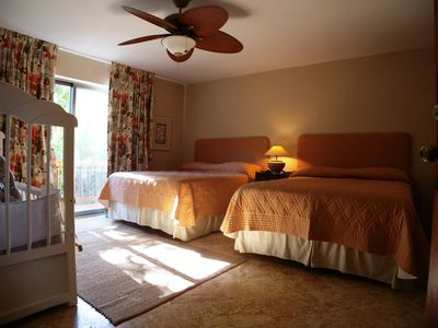 La Romana villa rental - Downstairs bedroom wth double Queen and child's bed