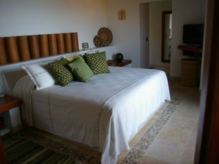 Zihuatanejo condo photo - Guest King Suite