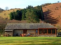 CRYCH DU, character holiday cottage in Llanwrthwl, Ref 2940
