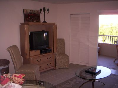32' flat screen TV in livingroom