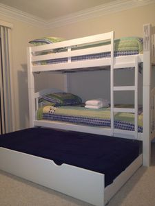 Trundle & Bunk Bedroom with Shared bath
