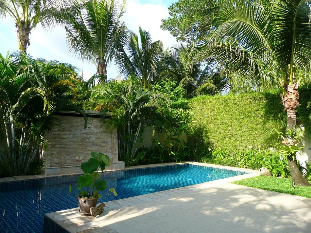 Totally private pool villa luxury villa with large pool for Tropical pool gardens