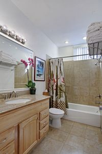 Hawaii Kai townhome rental - Relaxing bathroom with marble and granite.