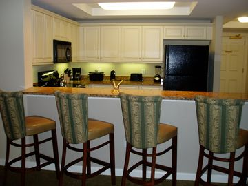 Roomy Kitchen & Breakfast Bar.