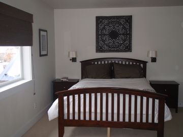 Master bedroom - queen size bed