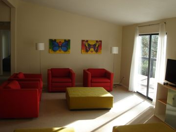 Sequoia Park house rental - Creekside Vacation Home living room - bright and comfortable