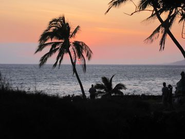 Kihei condo rental - BREATHTAKING sunsets just across the street!