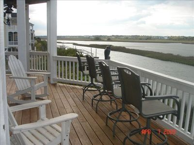 Large soundfront deck w/ adequate seating & gorgeous views