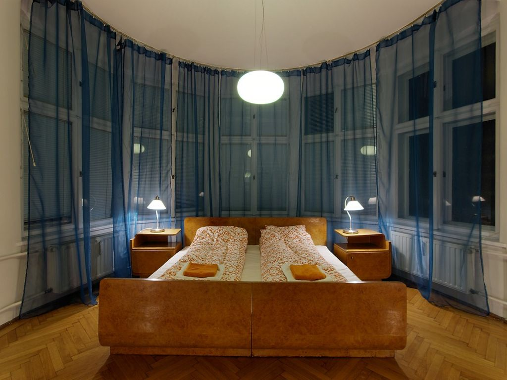 MARKET SQUARE WITH WIFI: Art Deco Apartment Right on Krakow's ...