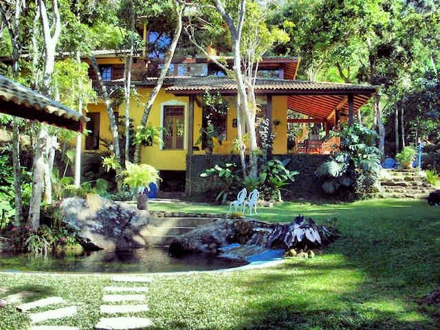 Charming House w / creek and natural pool -1h River - 3 bedrooms (2 suites)
