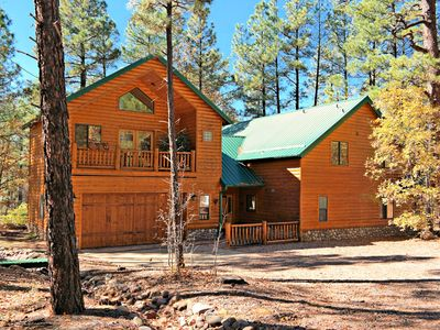 Gorgeous Cabin in the Highly Desired White Mountain Summer Homes Community!