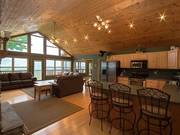 Gatlinburg cabin rental Great Room, with view of The Smokies, Cathedral Ceiling