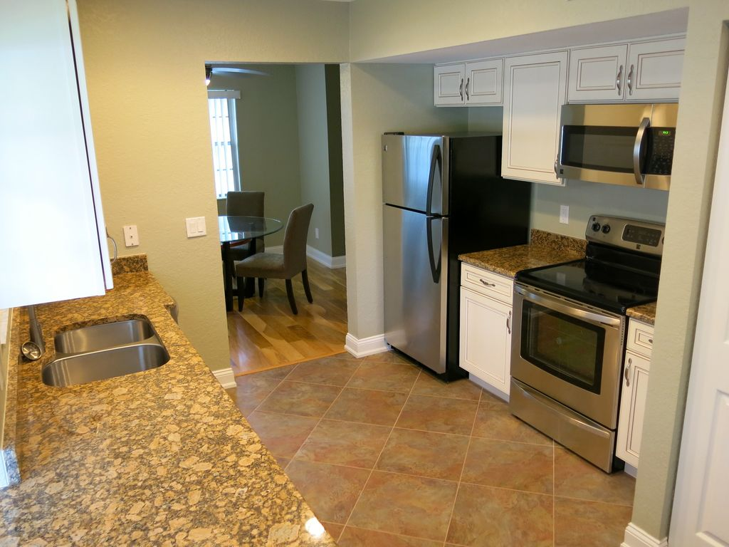 Largo condo rental gulf beach golf vacation condo for Complete new kitchen