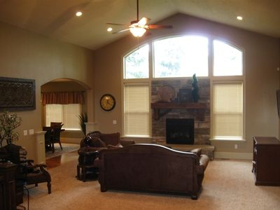 Great Room w Vaulted Ceilings, Flat Screen TV