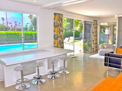 Palm Springs house rental - Sunken Wet Bar in Open Living/Dining Area