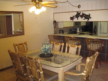 Cocoa Beach condo rental - New high-quality wicker dining room set