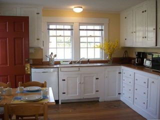 Fully Equiped Country Kitchen -- with dishwasher and eating area