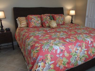 Tropical style decor king bed