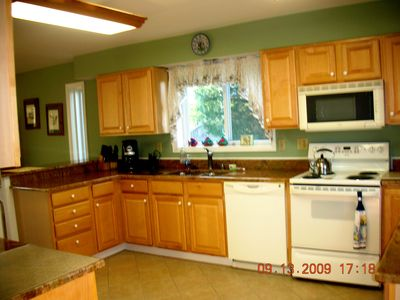 Well-equipped Gourmet Kitchen, Granite Countertops, Tile Floor