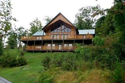 Beautiful 5 Bedroom, 4.5 bath cabin on top of Mtn with spectacular views.