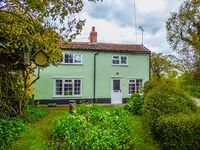 1 FOX COTTAGES, family friendly, with a garden in Yoxford, Ref 29701