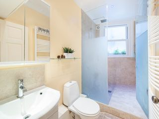 Hampstead apartment photo - Bathroom with great Power Shower