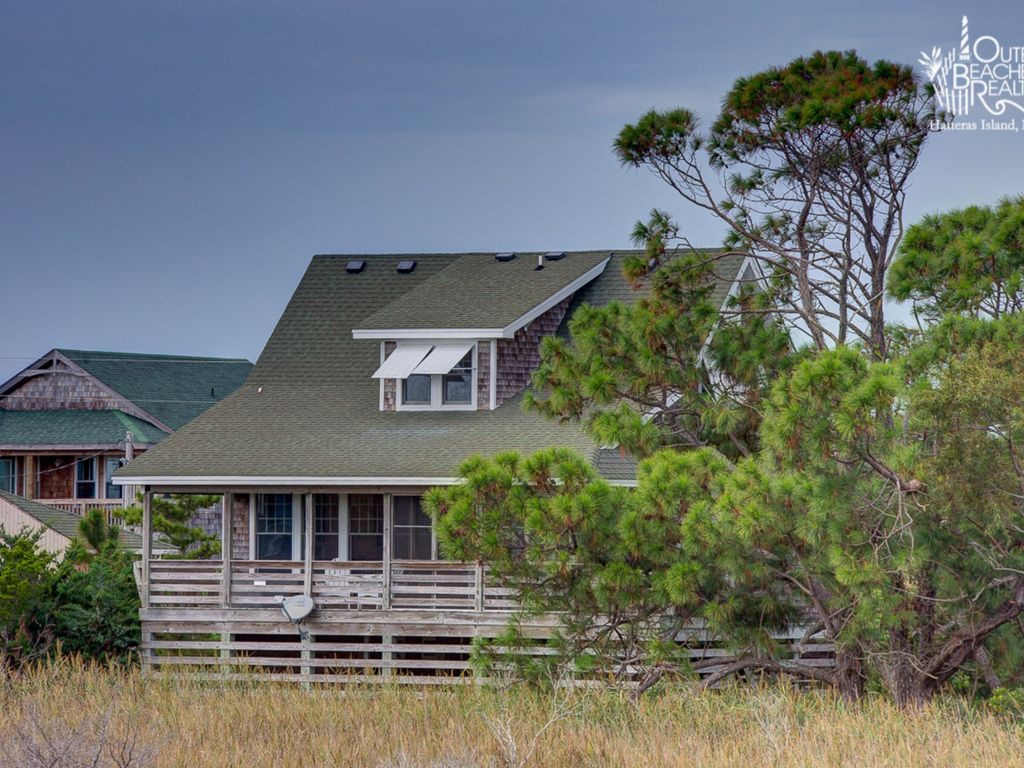 Adorable oceanside cottage on hatteras island vrbo for Hatteras cabins rentals