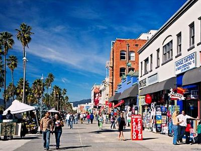 Venice Boardwalk, Just Steps Away!