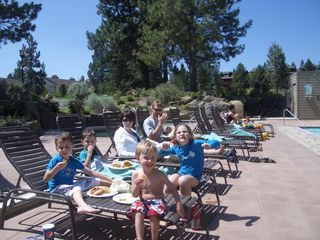 Bend condo photo - Family lunch at the pool