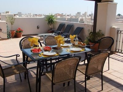 Luxury 2-bedroom penthouse apartment with stunning roof terrace.