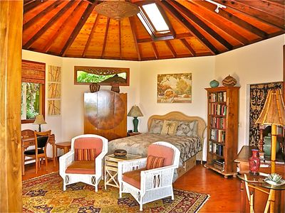 The octagonal Great Rm with 15 ft apex & skylight is the 'heart' of Tara Cottage
