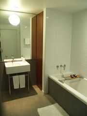 Vancouver apartment photo - Bathroom with soaker tub