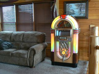 Pigeon Forge cabin photo - Have a blast listening to the Jukebox!