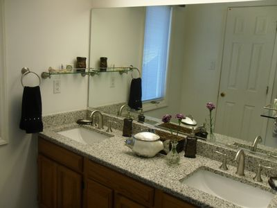 Lake Norman house rental - Master Vanity granite top