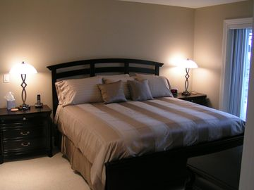 Master bedroom: king-size bed, 32 inch TV