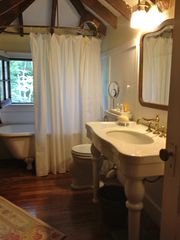 East Hampton house photo - masterbath