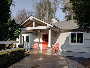 Sacramento cottage rental - One story, ample parking