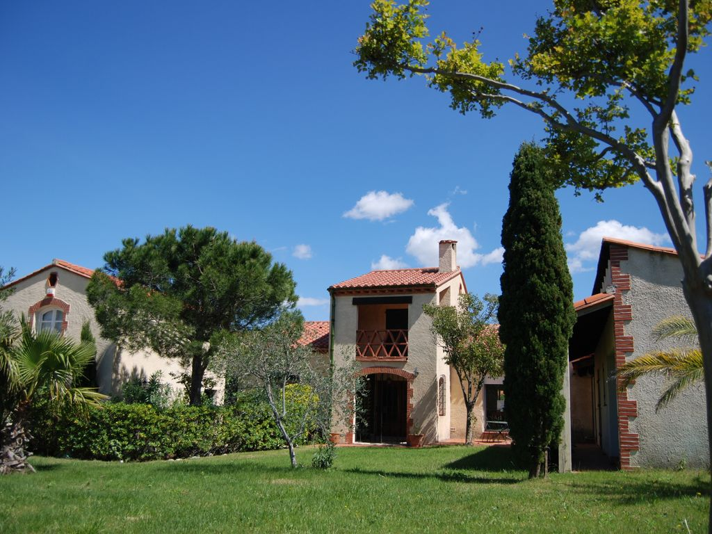 Quiet air-conditioned accommodation, 230 square meters , Villelongue-dels-monts