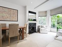 Tranquil, Light Saturated Apartment In A Leafy Corner Of Westminster