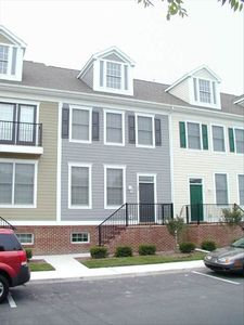 Rowhome right on the village green, centrally located to all amenities
