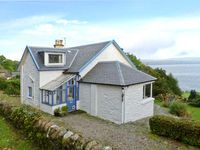 GLENASHDALE, pet friendly, with a garden in Dunoon, Ref 12582