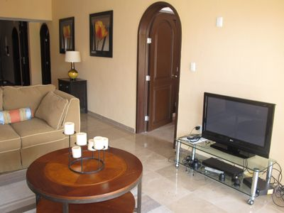living area, flat screen TV, DVD player