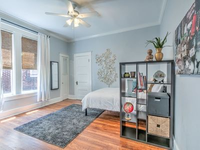 Unwind and Relax in a Historic Midtown property - One Bedroom Apartment, Sleeps 2