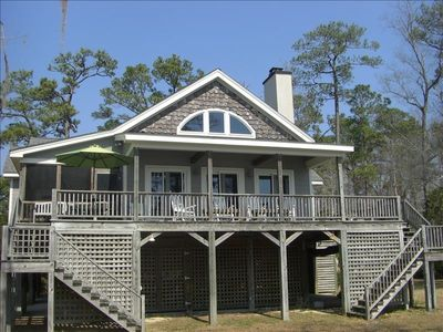 Waterfront Home: Ideal Retreat for Families and Couples!