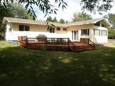 Vacation home on the Missouri River, 3 bdrm, 2 bath sleeps 10,