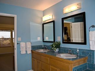 Bandon house photo - Double Sinks and Shower