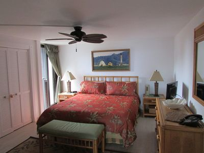 Waialua condo rental - Master bed w/ small lanai to one side